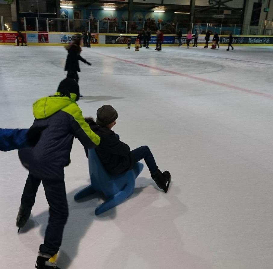 Schulausflug zur Eishalle
