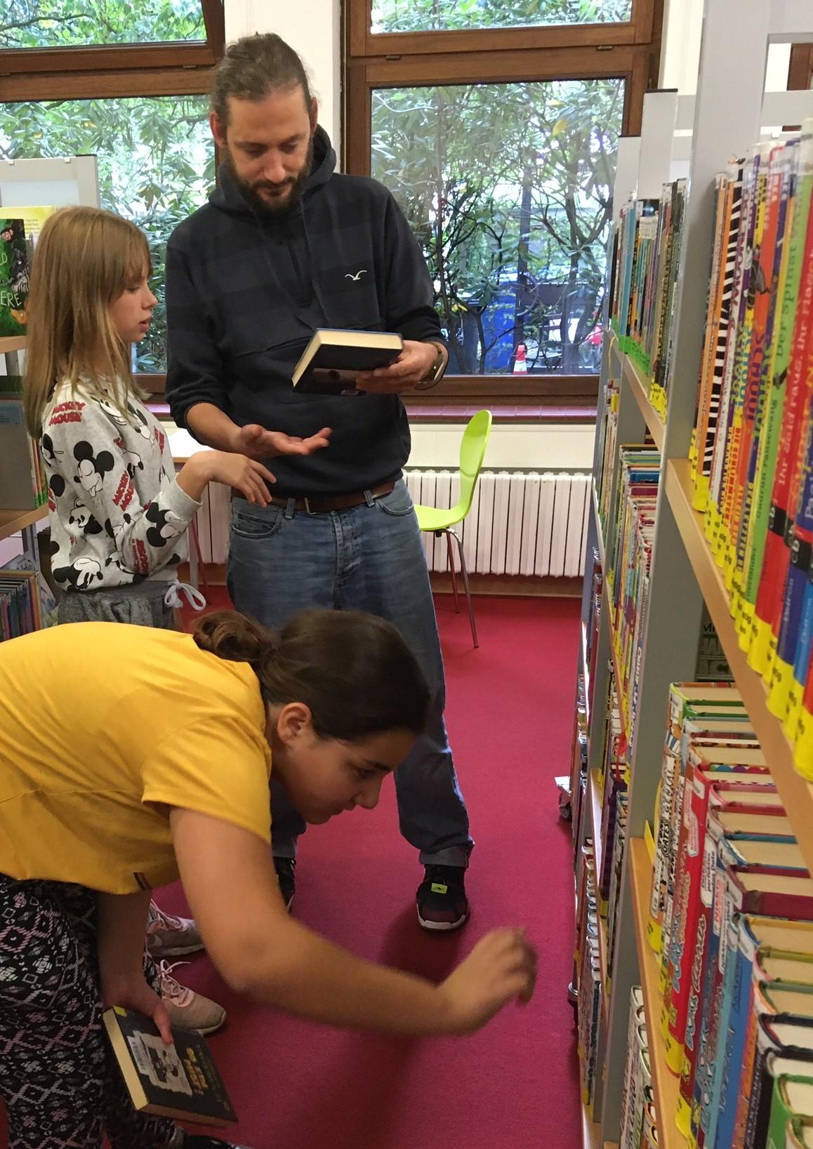 Klasse 5: Besuch der Bücherei